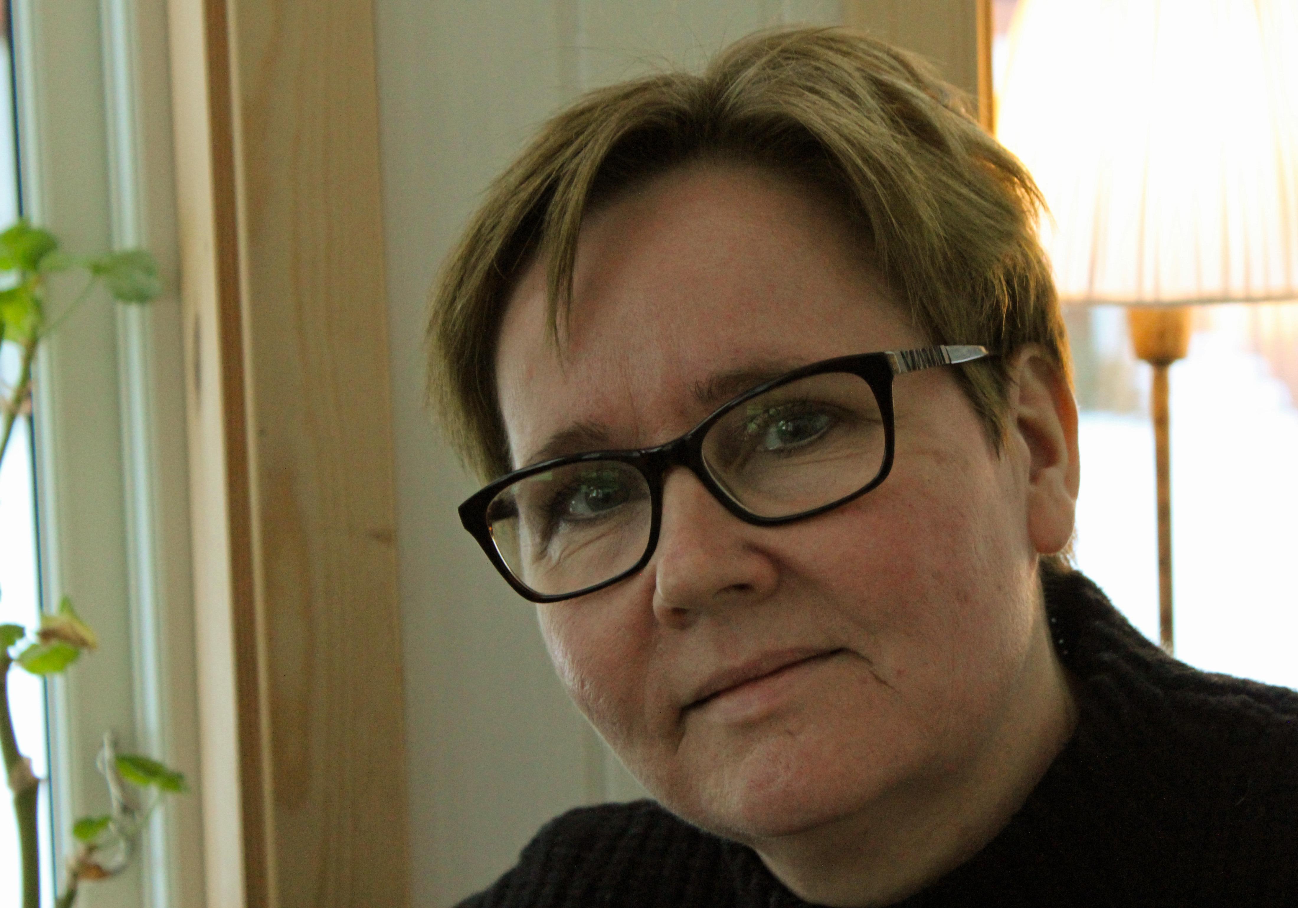 En vägg kommer sällan ensam av Maria Hedenberg