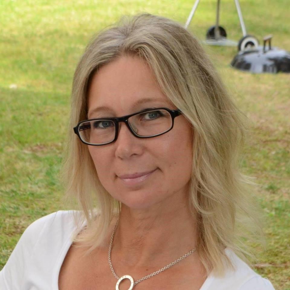 Chatrin Stenklyft om sin bok Glädjetårar och egenutgivning